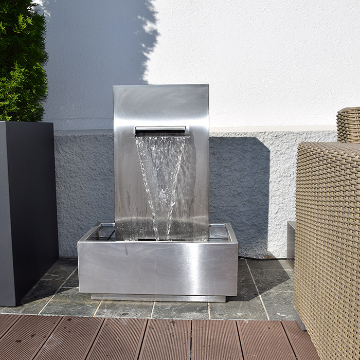 terrassenbrunnen edelstahl wasserfall aquafall. Black Bedroom Furniture Sets. Home Design Ideas